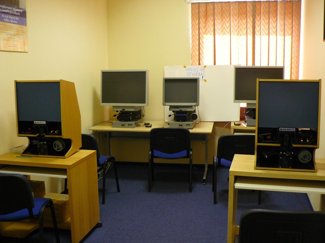 Stanowiska z czytnikami mikrofilmów/ fot. Maria Rągowska