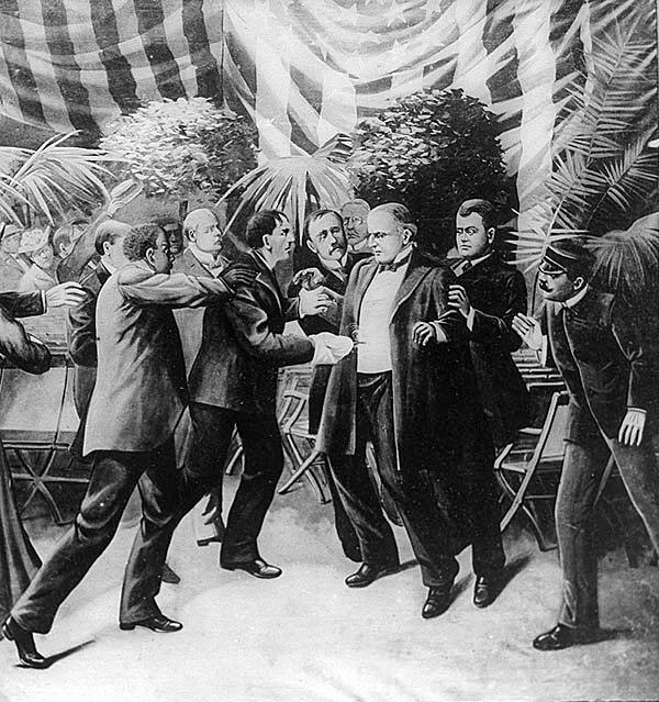 Zamach na prezydenta McKinleya – Leon Czolgosz strzela do prezydenta McKinleya z ukrytego rewolweru, podczas Pan-American Exposition